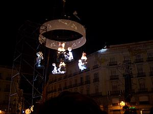 Pedaleando Hacia El Cielo (Pedaling Towards Heaven): acrobatic and musical performance at Plaza Del Sol