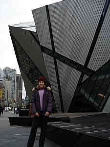 Kelly in front of the Royal Ontario Museum