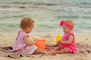 Capri and Kenley playing in the sand